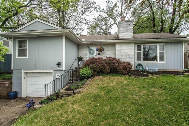 3619 W 75 Street, Prairie Village, KS 66208 (#2160681) :: The Shannon Lyon Group - ReeceNichols