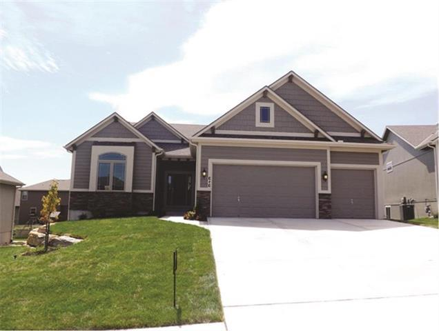 802 S Adams Street, Raymore, MO 64083 (#2160697) :: House of Couse Group