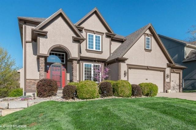 6130 NW Hickory Place, Parkville, MO 64152 (#2160711) :: Edie Waters Network