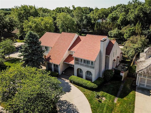 10001 W 121st Street, Overland Park, KS 66213 (#2160815) :: House of Couse Group