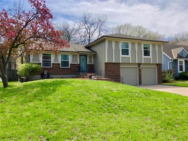 1819 E 152nd Terrace, Olathe, KS 66062 (#2160851) :: NestWork Homes