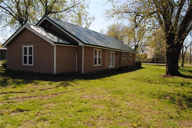 102 Holden Street, East Lynne, MO 64743 (#2160867) :: House of Couse Group