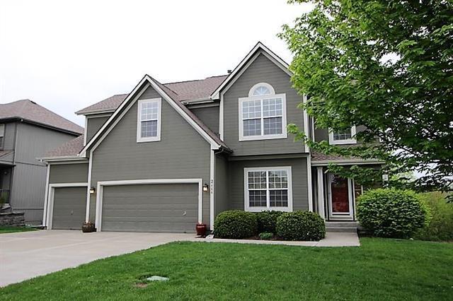 2111 SW Feather Ridge Road, Lee's Summit, MO 64082 (#2160905) :: NestWork Homes