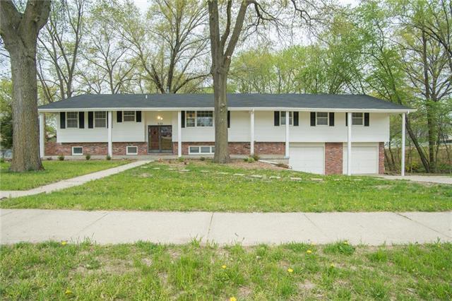 532 Maple Avenue, Smithville, MO 64089 (#2160906) :: Eric Craig Real Estate Team