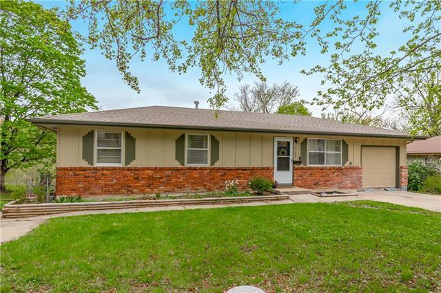 7708 NE 53rd Street, Kansas City, MO 64119 (#2160930) :: House of Couse Group