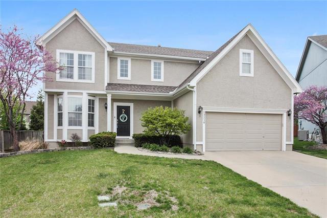 13210 W 137th Terrace, Overland Park, KS 66221 (#2160950) :: NestWork Homes