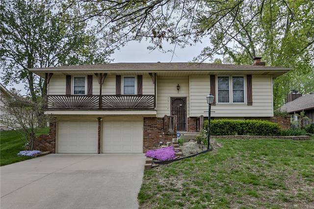 7312 NW Belvidere Parkway, Kansas City, MO 64152 (#2160982) :: Stroud & Associates Keller Williams - Powered by SurRealty Network