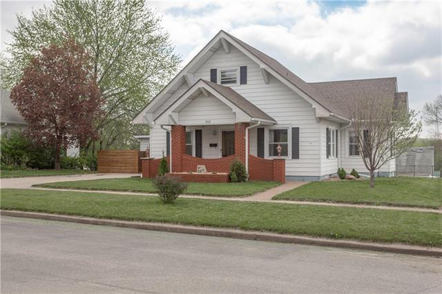 202 E 6th Street, Mound City, MO 64470 (#2161088) :: Stroud & Associates Keller Williams - Powered by SurRealty Network