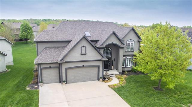 204 NE Hidden Valley Lane, Lee's Summit, MO 64064 (#2161124) :: House of Couse Group