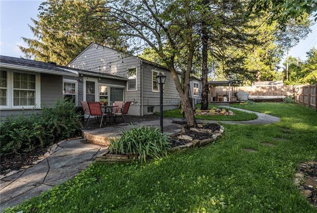 5401 W 77th Street, Prairie Village, KS 66208 (#2161302) :: NestWork Homes