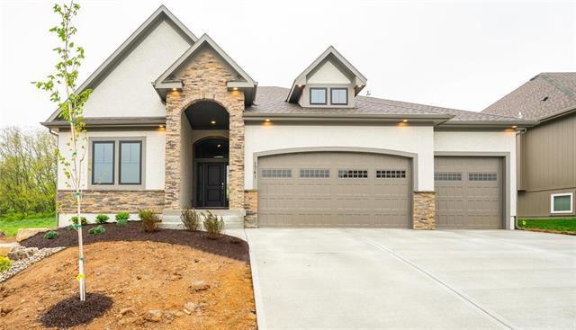 1741 NE Parkwood Drive, Lee's Summit, MO 64064 (#2161445) :: Eric Craig Real Estate Team