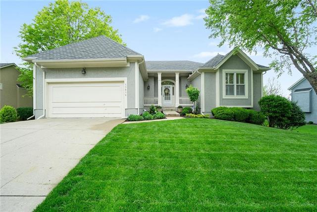 13816 Lowell Avenue, Overland Park, KS 66223 (#2161509) :: House of Couse Group