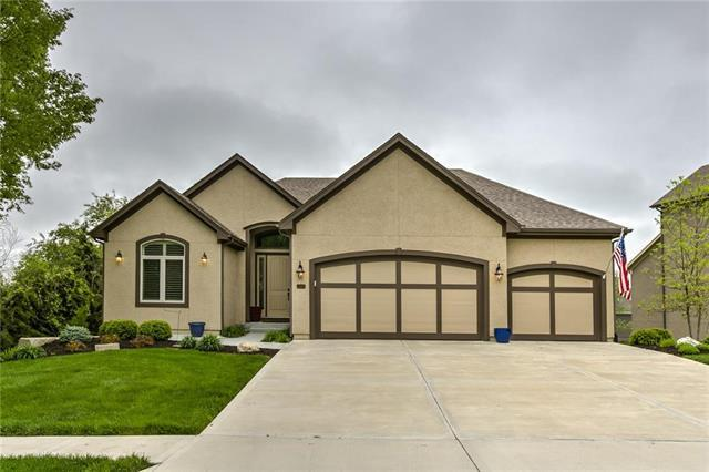 10910 W 169th Terrace, Overland Park, KS 66221 (#2161816) :: The Shannon Lyon Group - ReeceNichols