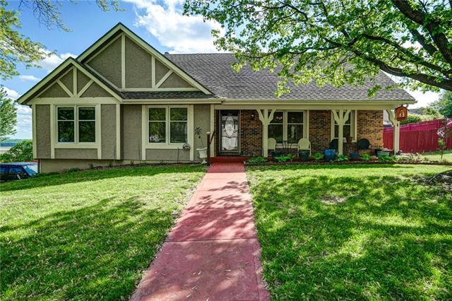 5502 NW Fox Run Drive, Parkville, MO 64152 (#2161817) :: House of Couse Group