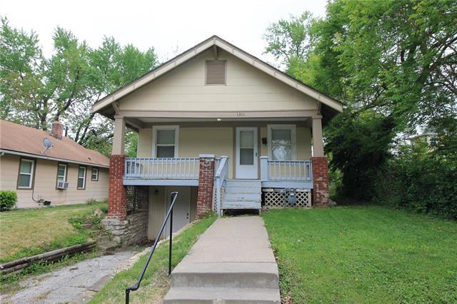1311 E 62nd Street, Kansas City, MO 64110 (#2161906) :: House of Couse Group