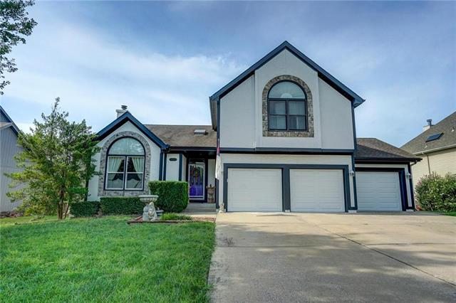 317 SW Seagull Street, Lee's Summit, MO 64082 (#2161959) :: House of Couse Group