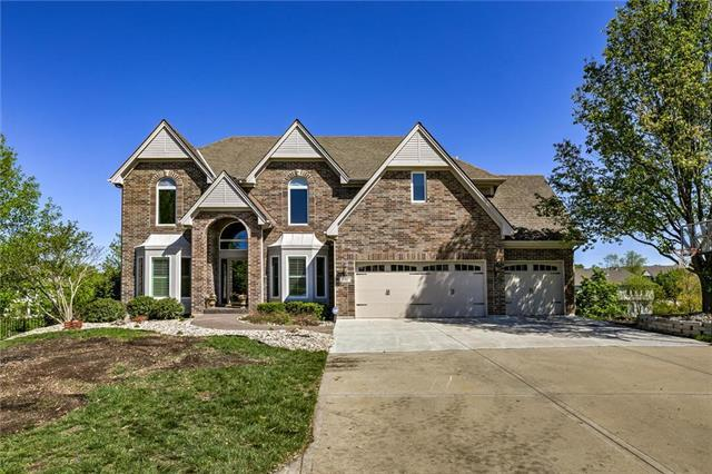700 SW Winterwalk Lane, Lee's Summit, MO 64081 (#2161988) :: House of Couse Group