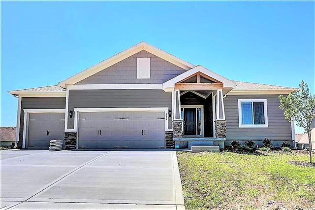 1305 Belinder Drive, Raymore, MO 64083 (#2162116) :: House of Couse Group