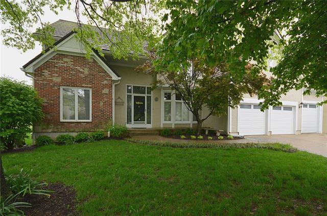 1817 SW Summit Valley Drive, Lee's Summit, MO 64081 (#2162281) :: House of Couse Group