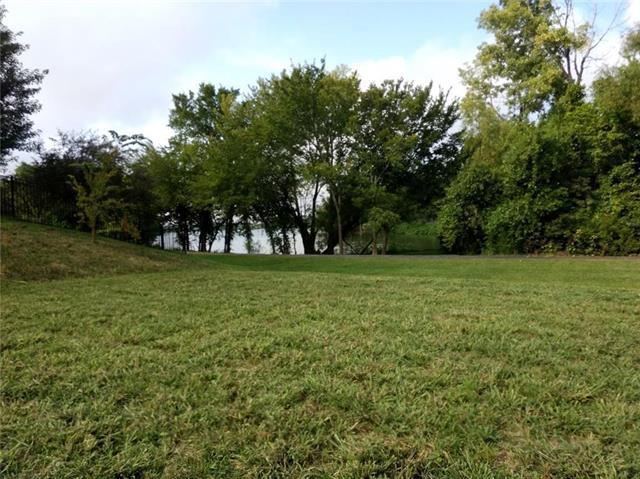 305 Shoreline Drive, Louisburg, KS 66053 (#2162383) :: Team Real Estate