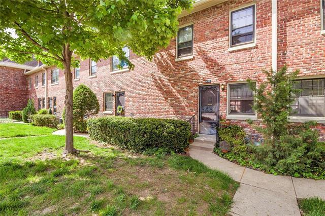 8371 Somerset Drive, Prairie Village, KS 66207 (#2162398) :: House of Couse Group
