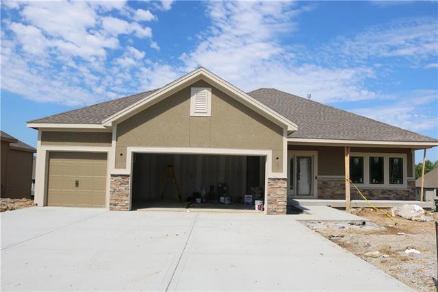 9400 N Ditzler Avenue, Kansas City, MO 64157 (#2162493) :: House of Couse Group
