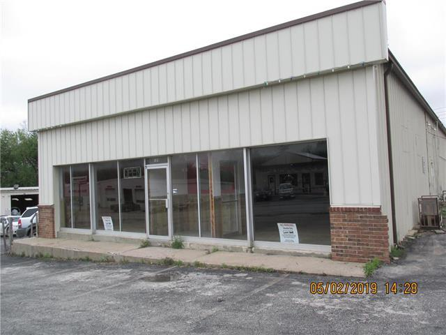 123 E Young Street, Warrensburg, MO 64093 (#2162514) :: The Gunselman Team