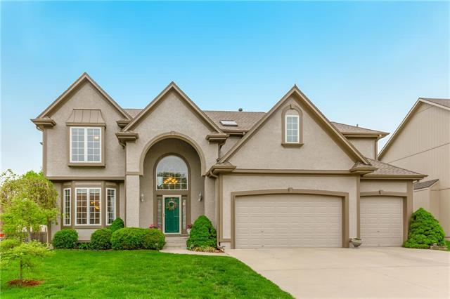 313 NE Parks Edge Place, Lee's Summit, MO 64064 (#2162580) :: House of Couse Group