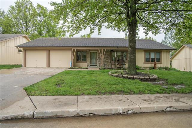 18807 Lakeside Drive, Belton, MO 64012 (#2162714) :: House of Couse Group