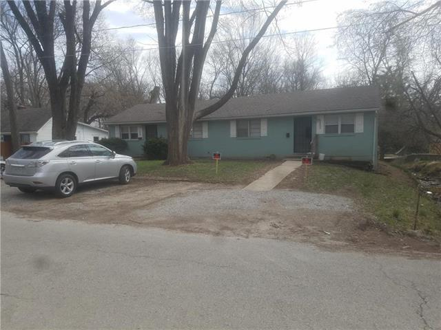 11603 E 24th Street, Independence, MO 64052 (#2162736) :: Edie Waters Network