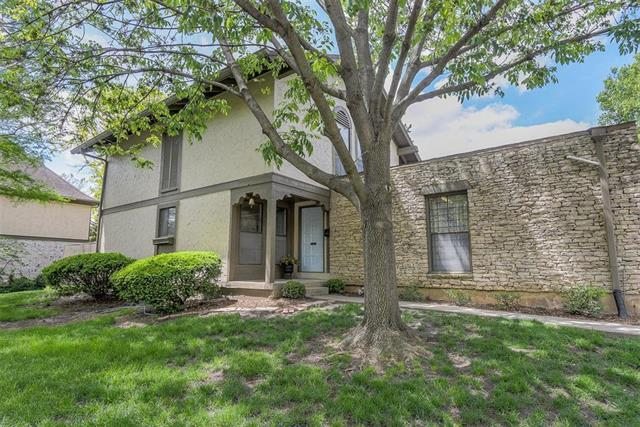 7501 W 102nd Street, Overland Park, KS 66212 (#2162805) :: House of Couse Group