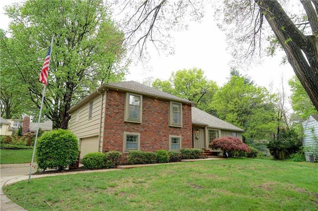4117 W 100th Place, Overland Park, KS 66207 (#2162840) :: House of Couse Group