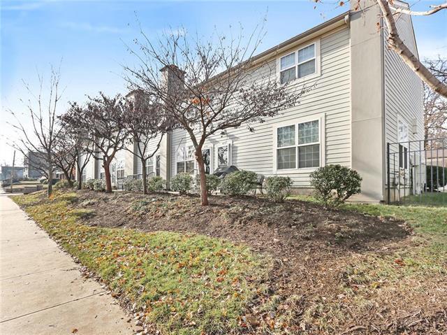 4154 Roanoke Road, Kansas City, MO 64111 (#2162982) :: House of Couse Group