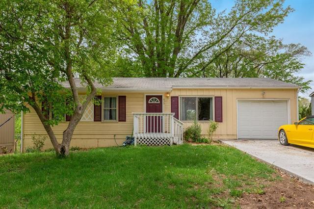 828 N 83rd Drive, Kansas City, KS 66112 (#2163026) :: House of Couse Group