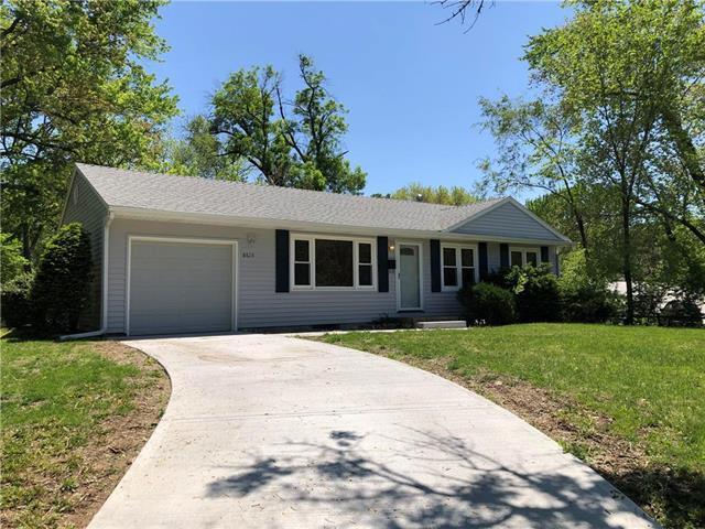 8615 W 69th Terrace, Overland Park, KS 66204 (#2163037) :: House of Couse Group