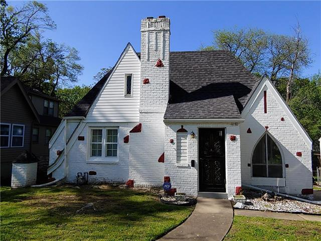 1170 E 76th Terrace, Kansas City, MO 64131 (#2163044) :: Clemons Home Team/ReMax Innovations