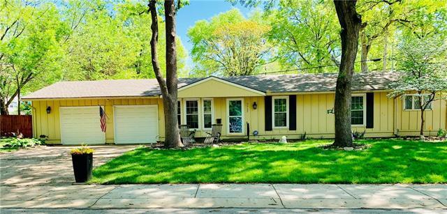 7717 Maple Street, Prairie Village, KS 66208 (#2163296) :: The Shannon Lyon Group - ReeceNichols