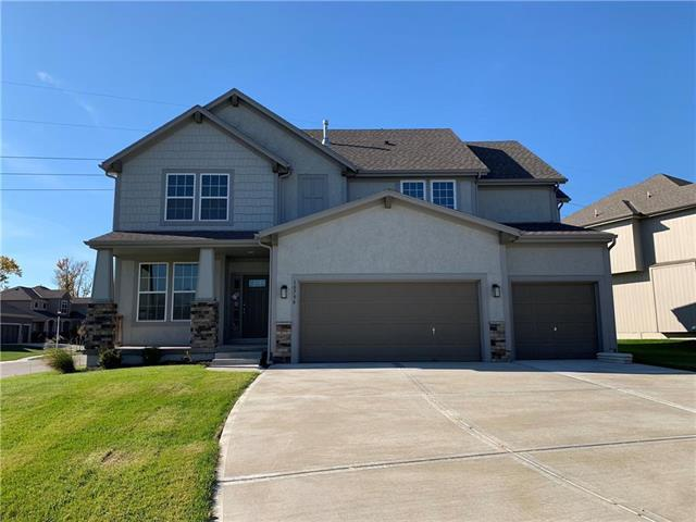 2678 W Concord Drive, Olathe, KS 66061 (#2163414) :: House of Couse Group