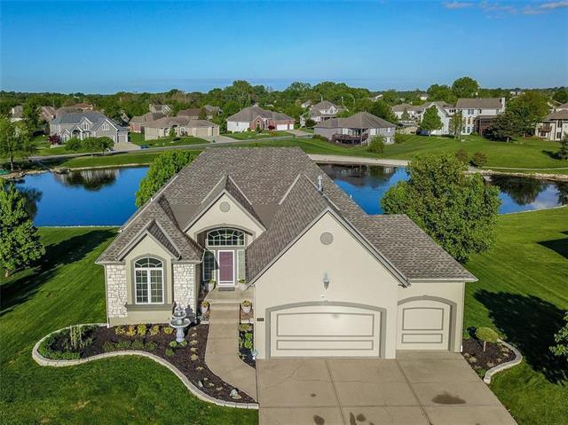 809 SW Lake Pines Drive, Lee's Summit, MO 64082 (#2163444) :: House of Couse Group