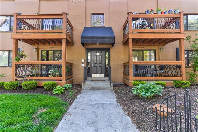 4541 Holly Street #4, Kansas City, MO 64111 (#2163477) :: House of Couse Group