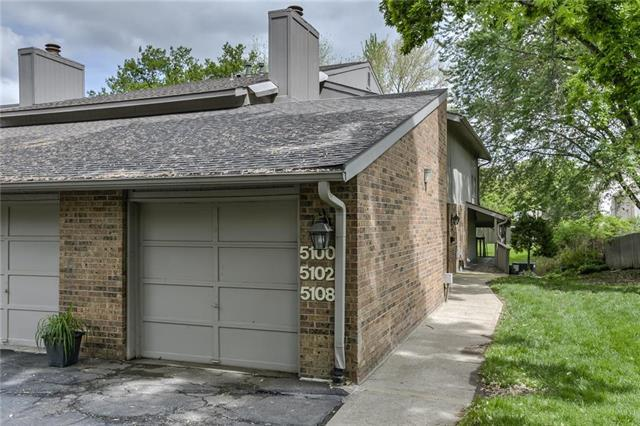 5108 W 62nd Street, Mission, KS 66205 (#2163493) :: House of Couse Group