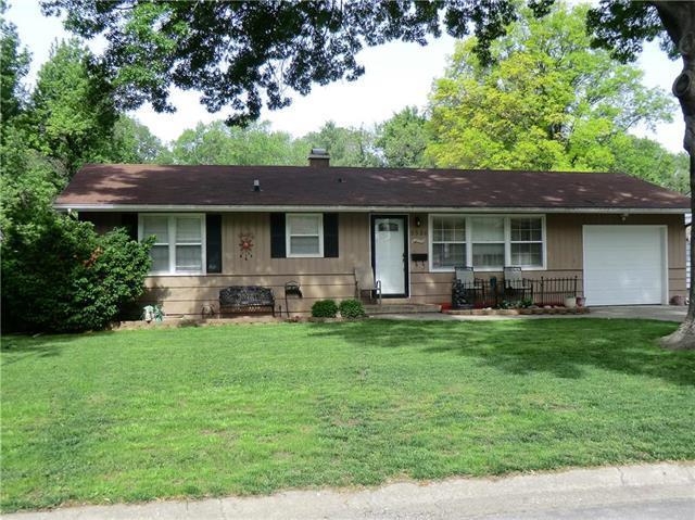 5526 N Woodland Avenue, Kansas City, MO 64118 (#2163601) :: House of Couse Group