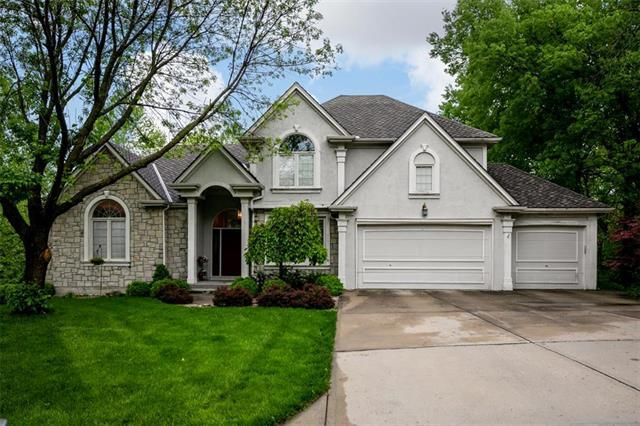 5717 Willow Court, Parkville, MO 64152 (#2163678) :: House of Couse Group