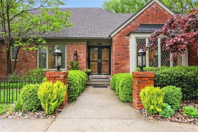 3514 W 100 Terrace, Leawood, KS 66206 (#2163880) :: House of Couse Group