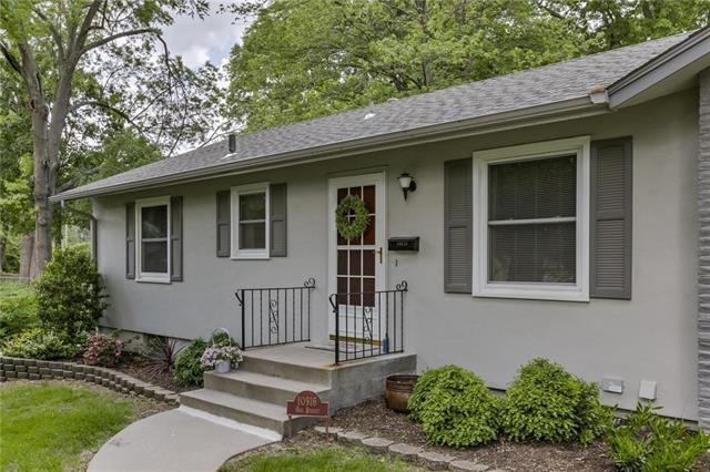 10916 Oak Street, Kansas City, MO 64114 (#2164099) :: House of Couse Group