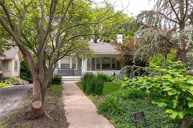 1427 W 50TH Terrace, Kansas City, MO 64112 (#2164176) :: House of Couse Group