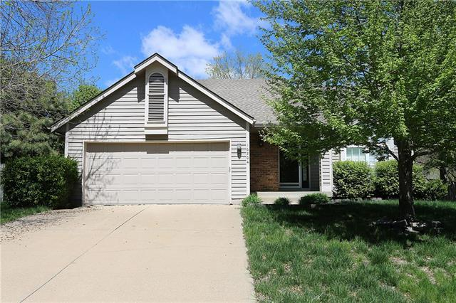 16204 W 131st Terrace, Olathe, KS 66062 (#2164318) :: House of Couse Group