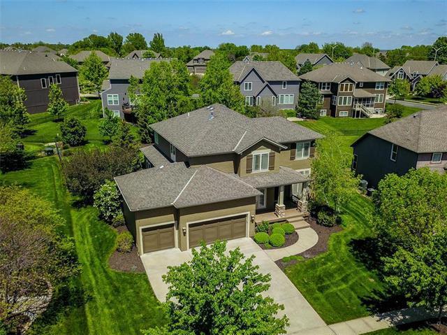 8900 W 157 Street, Overland Park, KS 66221 (#2164419) :: House of Couse Group