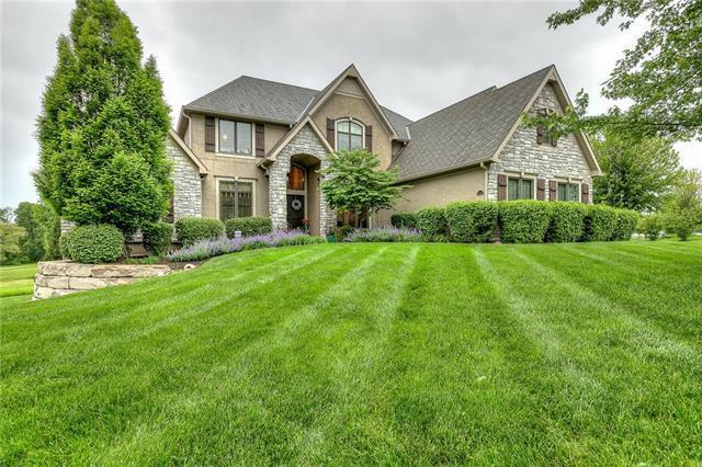 10224 N Park Avenue, Kansas City, MO 64155 (#2164524) :: House of Couse Group