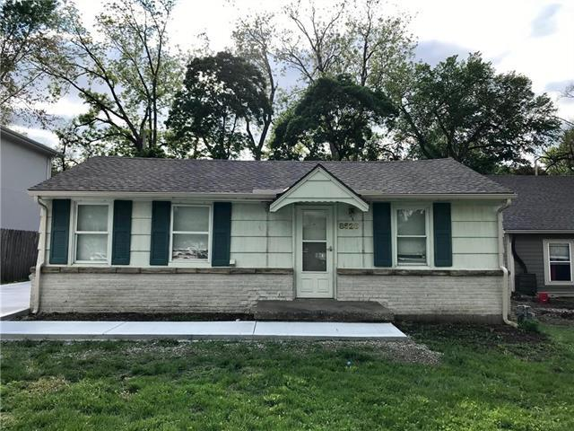 8526 Benson Street, Overland Park, KS 66212 (#2164535) :: House of Couse Group